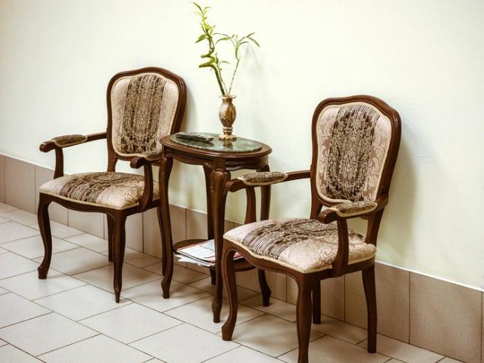 muebles y adornos coloniales