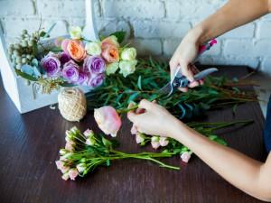 Cómo arreglar las flores para decorar y que nos duren más tiempo