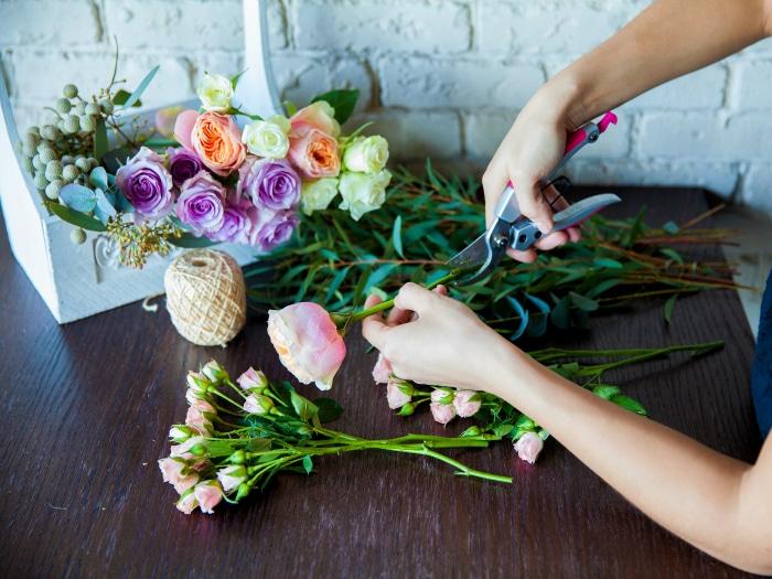 Como arreglar flores para decorar decoracion en el hogar for Rosas de decoracion