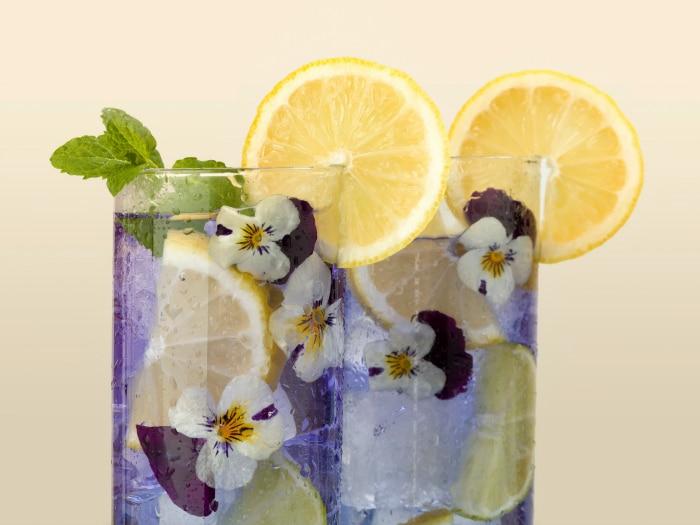 Bebida con flores decoración
