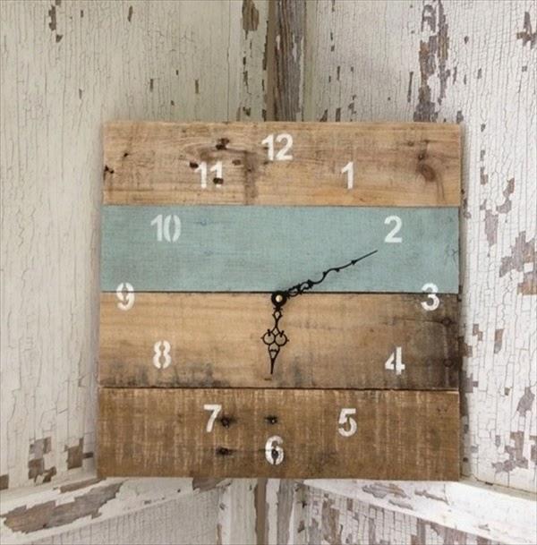 usa el palet par hacer un reloj rstico y original