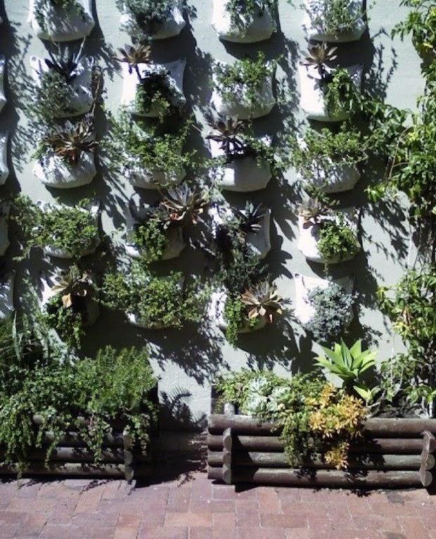 20 ideas sorprendentes para hacer jardines verticales en for Materas para jardines verticales