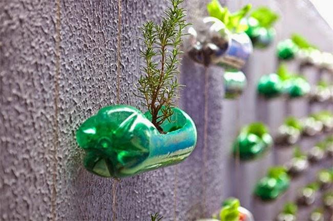 araa de luces hecha con bases de botellas de plstico