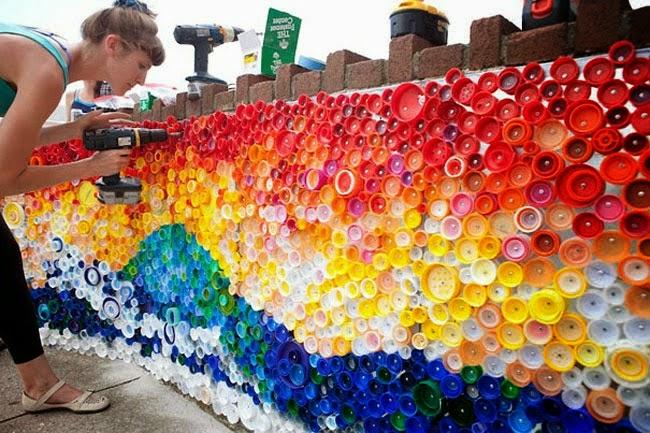 Ideas para decorar reciclando decora tu casa con botellas de pl stico decoracion en el hogar - Decorar paredes reciclando ...