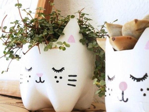 Ideas para decorar reciclando decora tu casa con botellas for Casas decoradas con plantas naturales