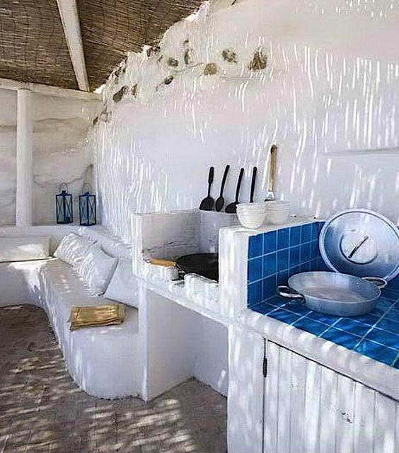 Cocina exterior de estilo mediterráneo