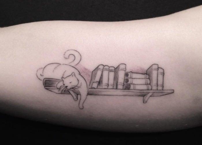 Gatito leja tatuaje