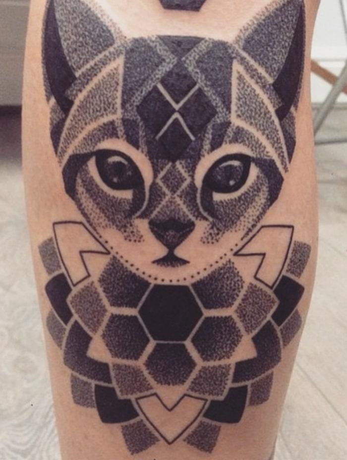 Gato bonito tatuaje