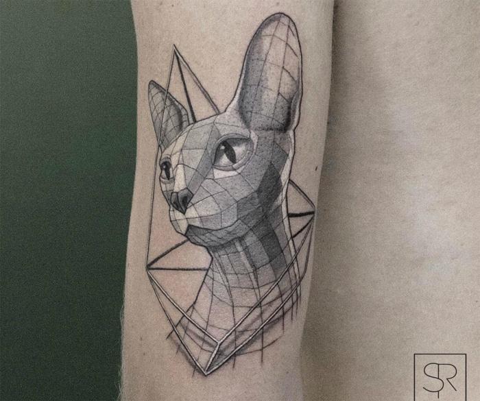 Gato geométrico tatuaje