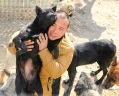 Millonario chino salva perros granjas carne
