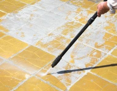 limpiar-con-agua-a-presion