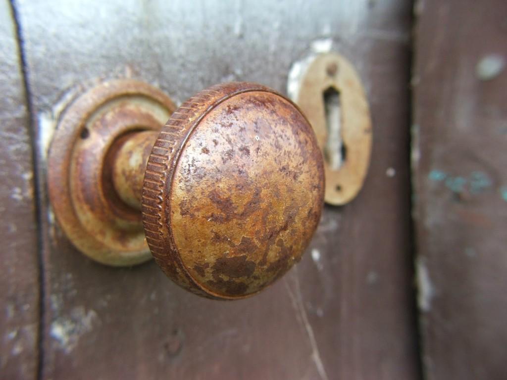 Como cambiar el pomo de la puerta trucos de bricolaje - Pomos puertas leroy merlin ...