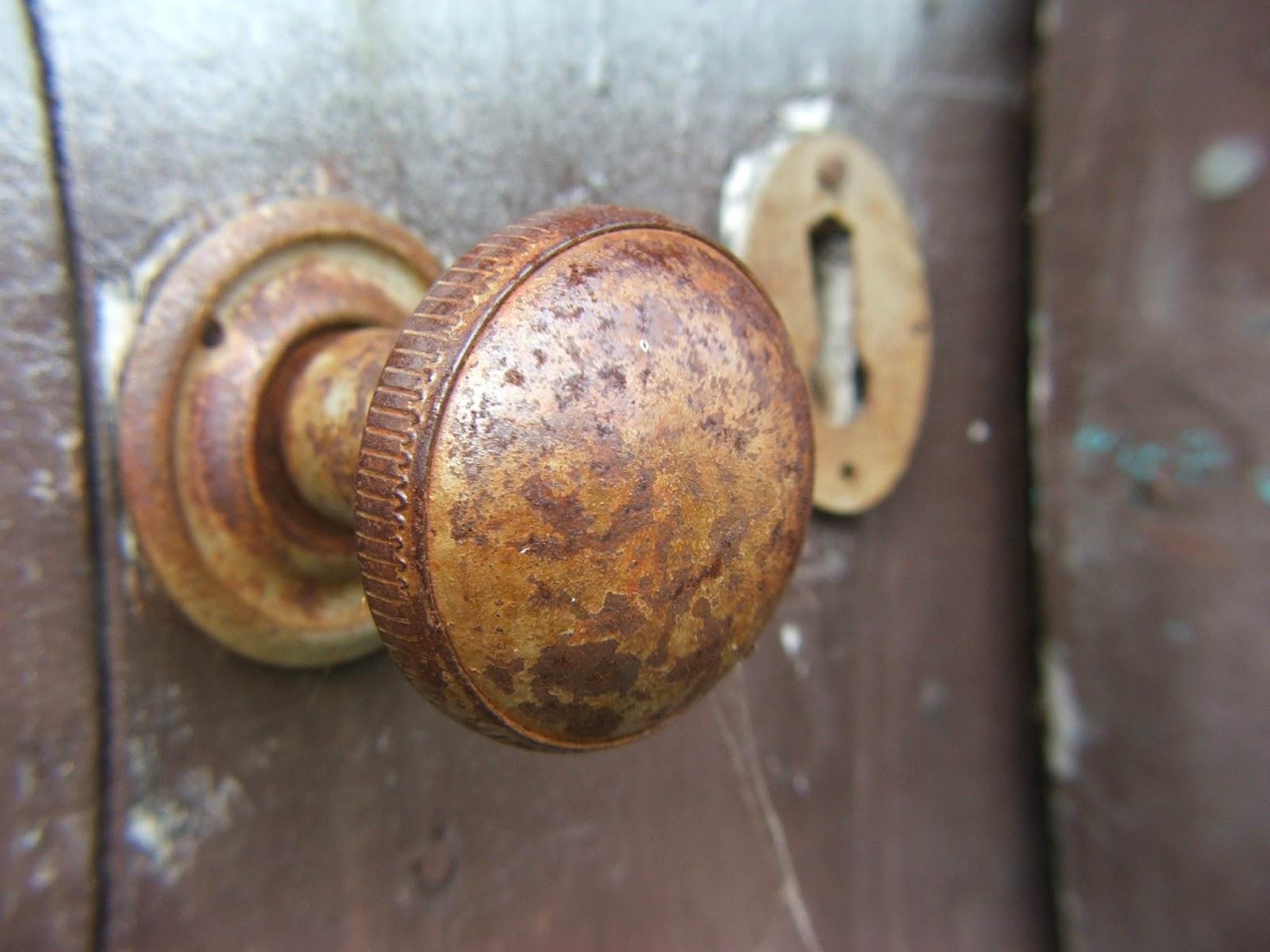 Como cambiar el pomo de la puerta trucos de bricolaje for Como cambiar las puertas de casa
