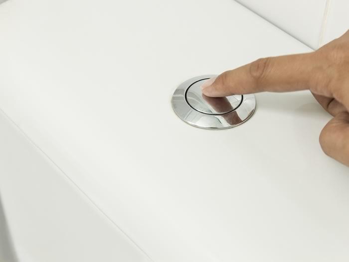ahorrar agua en la cisterna del wc