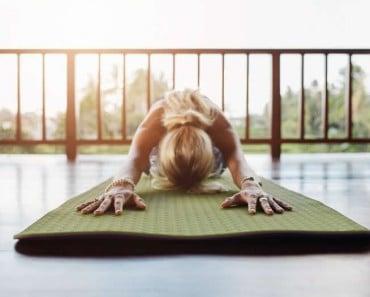 4 posturas de yoga para perder peso fácilmente
