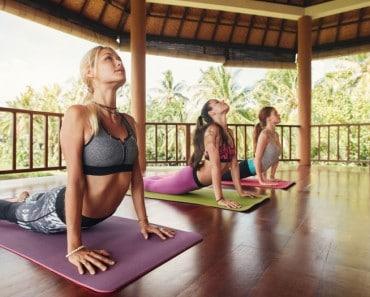 5 posturas de yoga para reducir la grasa del vientre