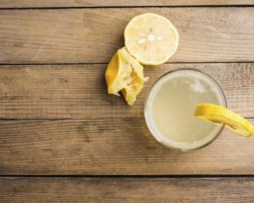 10 beneficios saludables de beber agua con limón