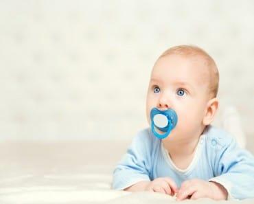 Limpiar el chupete con la boca reduce el riesgo del bebé de desarrollar alergias