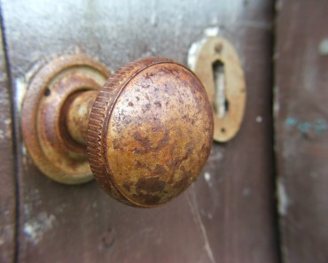 Como cambiar el pomo de la puerta