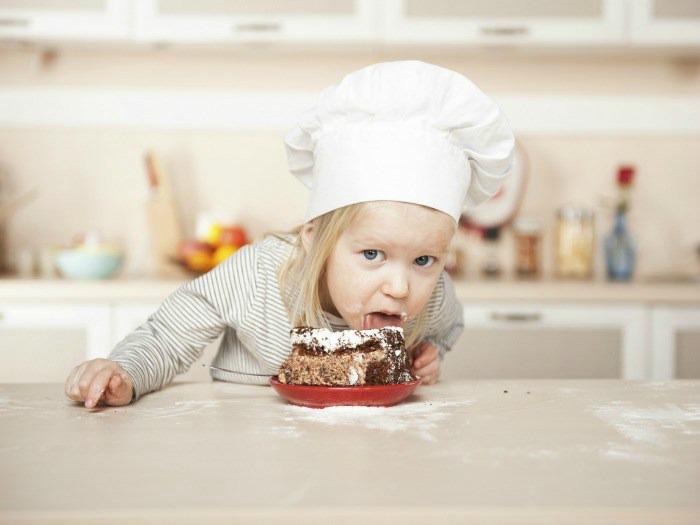 ¿Cuáles son los riesgos de comer harina sin cocinar?