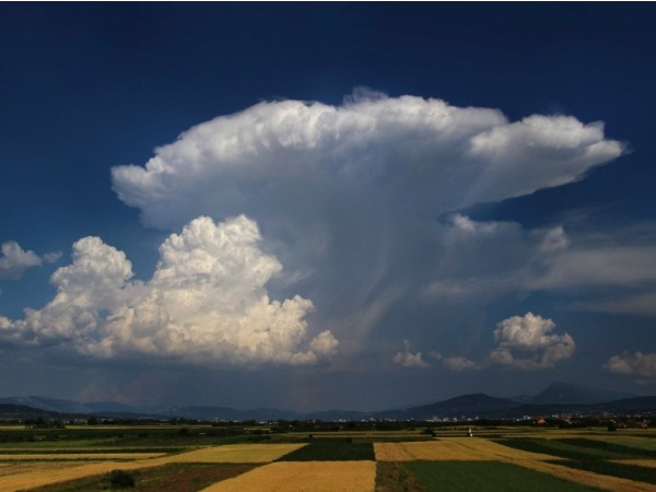 Nubes que alertan lluvia en el campo