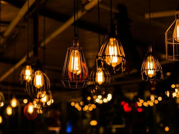Decorando con bombillas: Las mejores ideas del elemento decorativo estrella de 2016