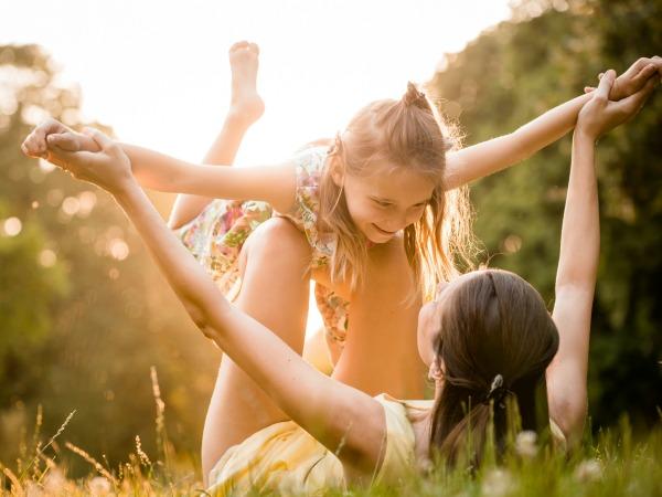 Niños felices, adultos sanos
