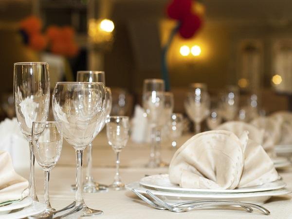 Buenas maneras en la mesa - Protocolo cubiertos mesa ...