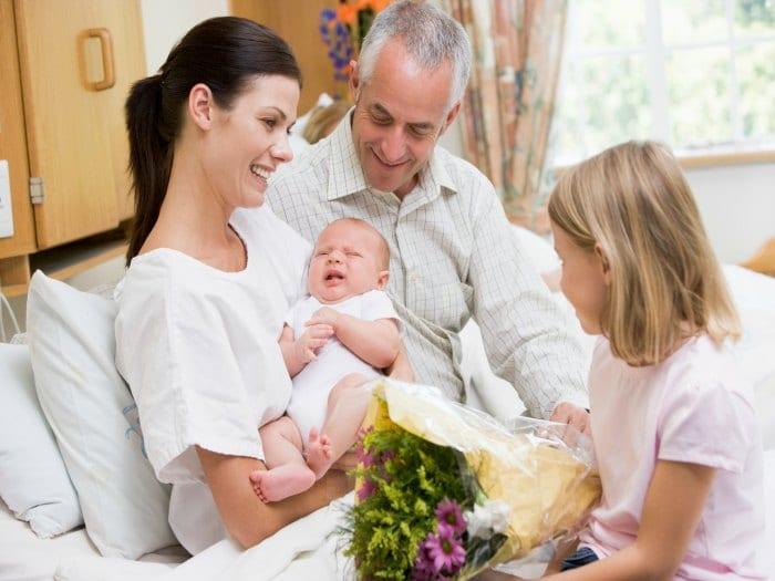 Consejos para manejar las visitas después del parto