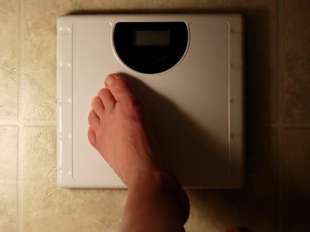¿Qué hace que una persona sea anoréxica u obesa?