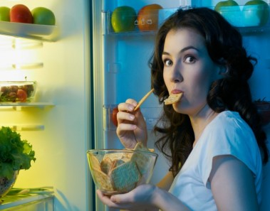 Comer a deshoras puede afectar a la memoria