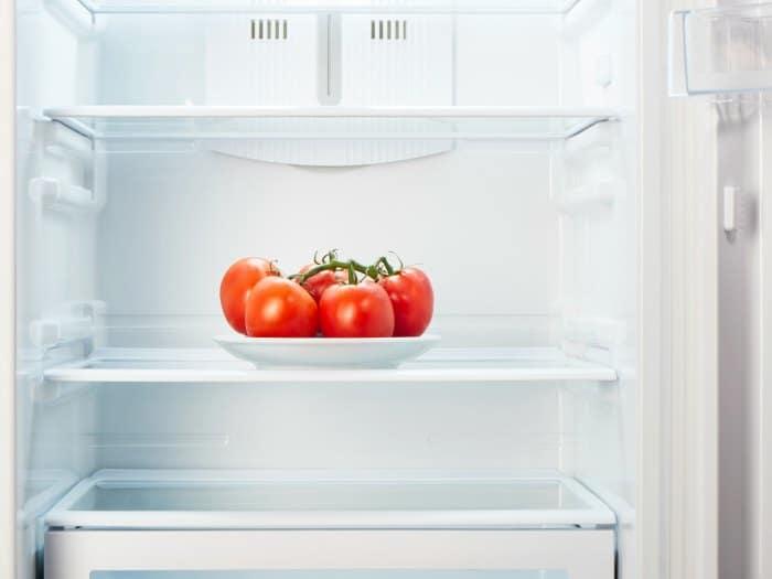 Por qué no debería poner los tomates en el frigorífico