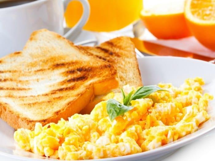 Evita saltarte el desayuno si quieres perder peso