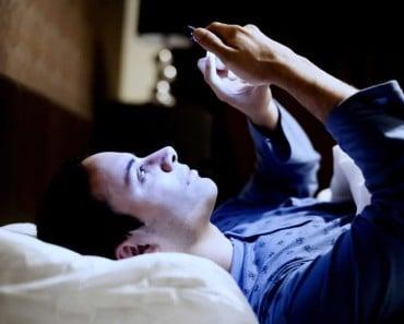 Por qué no deberías usar tu móvil por la noche