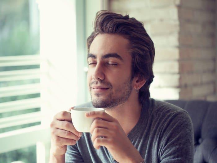 Una taza de café nos hace estar más alerta