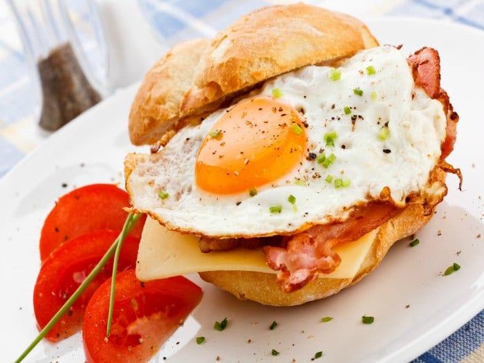 Los huevos son ricos en grasas saturadas