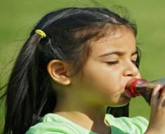 bebidas-azucaradas-adelantan-la-edad-de-la-primera-menstruacion