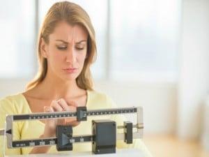 ¿Por qué pesamos menos por la noche que por la mañana?
