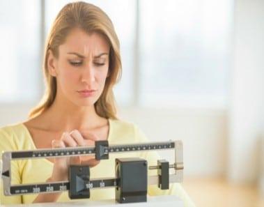 Por qué pesamos más por la noche que por la mañana