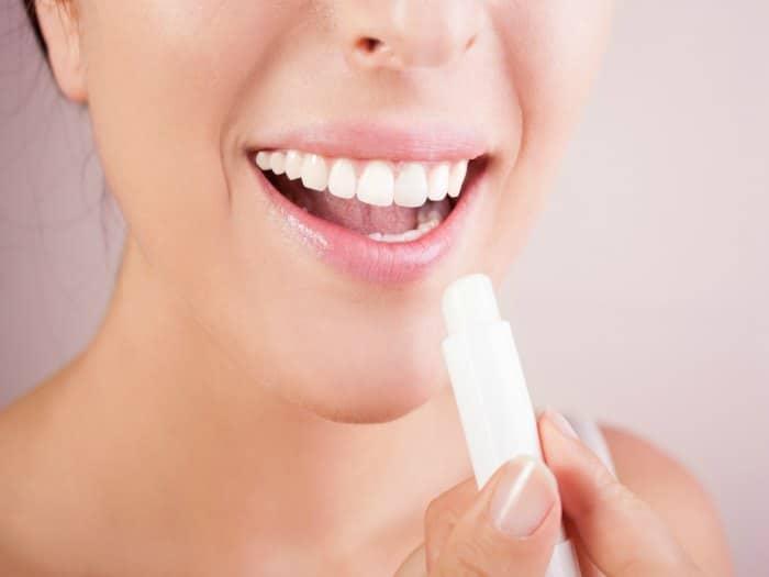 ¿Es bueno usar un bálsamo labial?