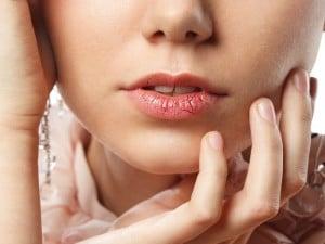 Cómo prevenir los labios agrietados