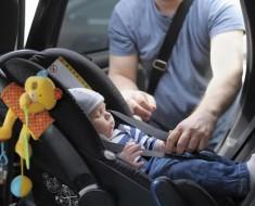 Aplicación no olvidar bebé dentro del coche en verano