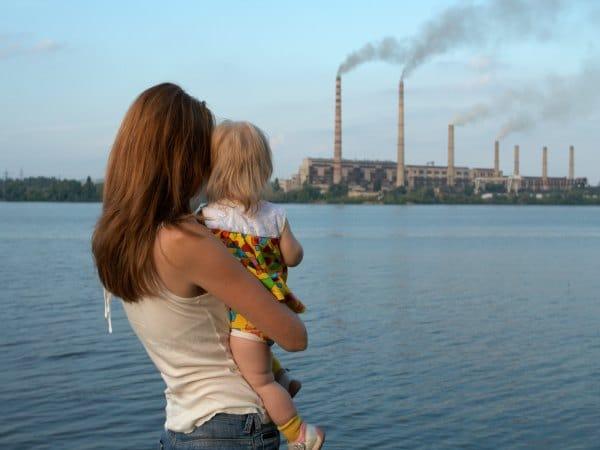 Contaminación en el aire: ¿Qué podemos hacer para que no afecte a la salud de nuestros hijos?