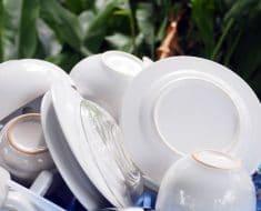 Porqué no debes enjuagar los platos antes de poner el lavavajillas
