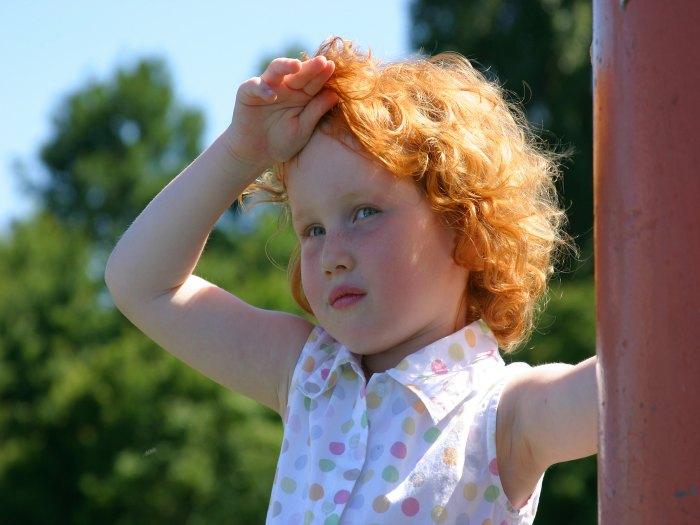 Cómo actuar frente a un golpe de calor en un niño