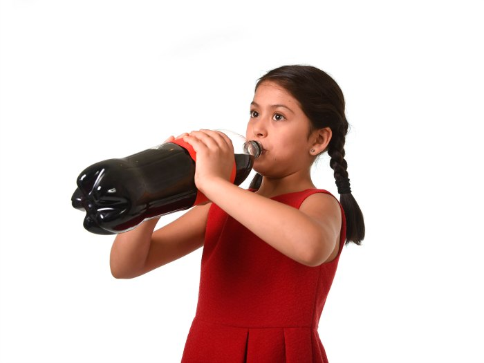 ¿Es bueno que los niños tomen cafeína?