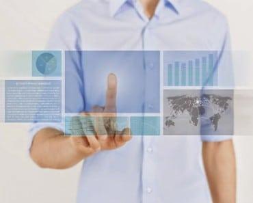 futuro-hombre-dedo-pantalla