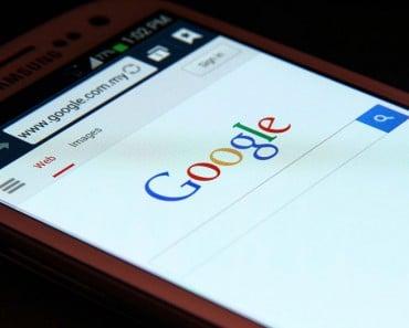 Google en pantalla de teléfono Android