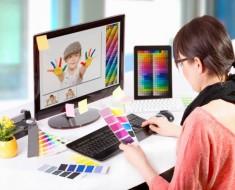 chica-trabajando-diseño-colores
