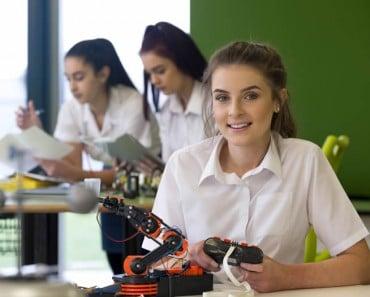 Hecho con código: La iniciativa de Google que quiere atraer millones de niñas hacia la tecnología